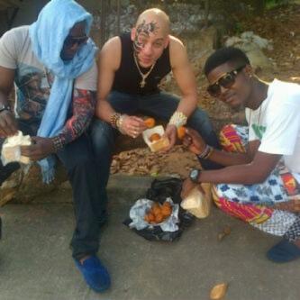 DJ SOSE eating AKARA